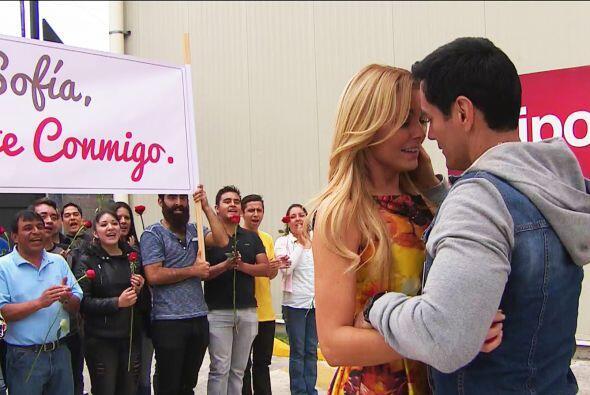 Salvador le pidió matrimonio de una manera muy especial.