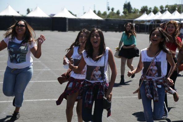 Muchos, incluso, traían cartelones o camisetas para apoyar a sus artista...