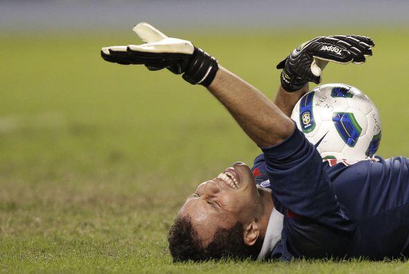 Marcelo Lomba necesitó asistencia médica tras el golpe.