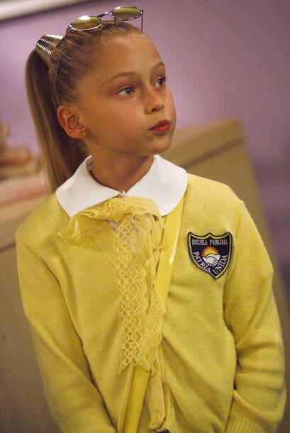Simoneta es la niña más estudiosa del grupo, sin embargo es envidiosa, p...