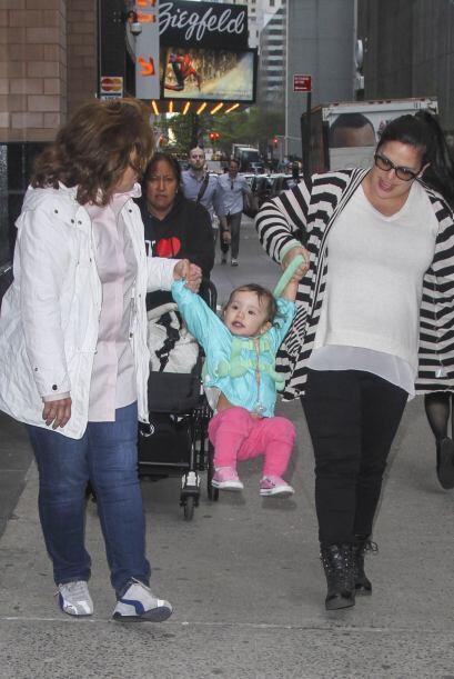 La actriz rompió con la tradición familiar de tener un solo bebé, en est...