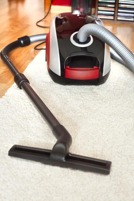¿La cena dejó manchas en tu alfombra? Mira cómo quitarlas