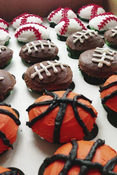 De postre. Opta por algo temático, como cupcakes decorados según el even...