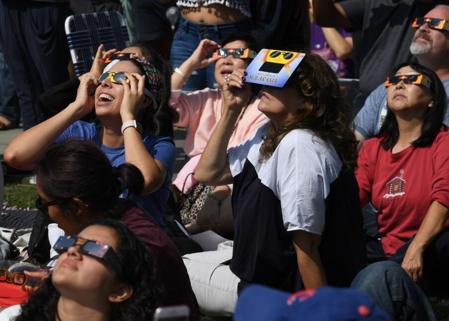 En fotos: Así se vivió el eclipse solar del sur al norte de California G...