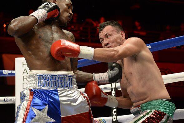 Charlo fue muy superior a Norberto González en toda la pelea.
