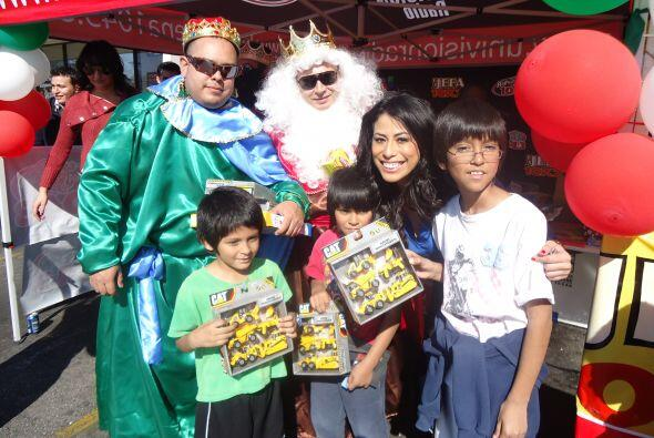 Los Reyes Magos disfrutaron mucho ver feliz a los niños.