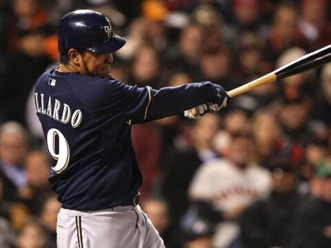 El mexicano Yovani Gallardo de los Cerveceros de Milwaukee fue el lanzad...