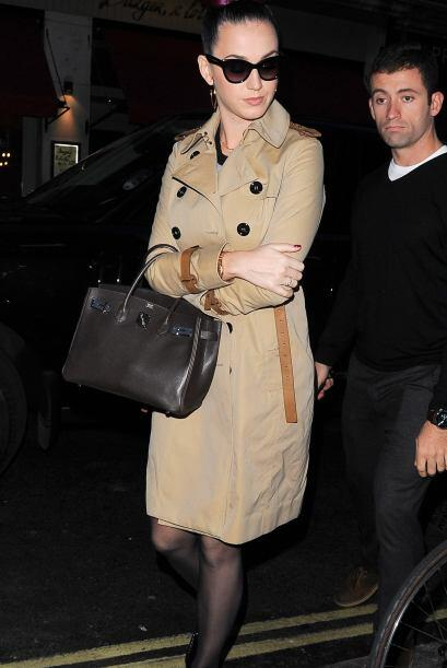 Un 'look' invernal en base a un 'trench coat' como el que Katy Perry luc...