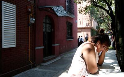 Una mujer llora tras el terremto de Ciudad de México del 19 septi...