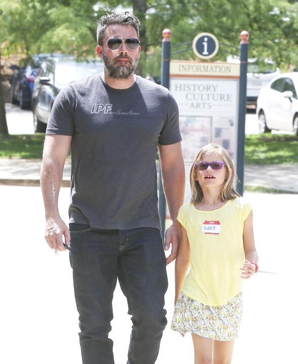 El actor reapareció en Atlanta junto a su hija Violet.