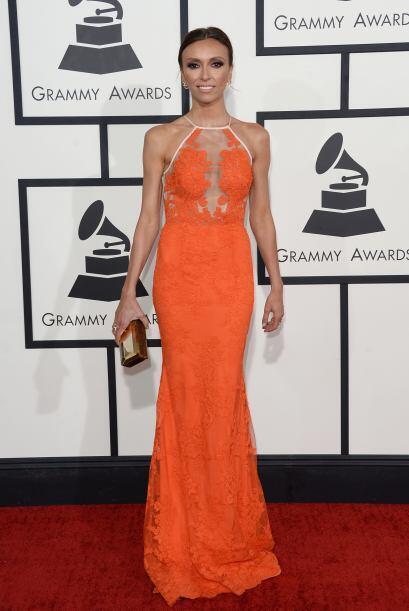 Simplemente lució bellísima Giuliana Rancic con ese vestido naranja de A...