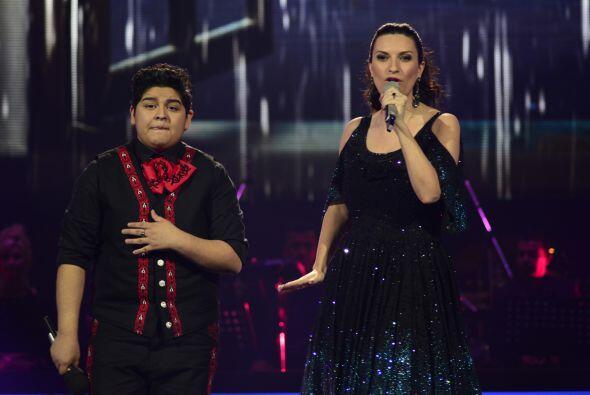 """Laura y Stephanie cantaron a dueto el clásico """"Se fue""""."""