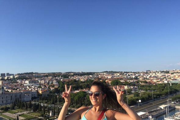 Maity disfrutando de la hermosa vista que le regala la ciudad de Lisboa.