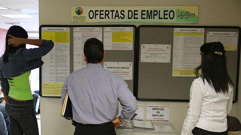 Los empleados públicos en Puerto Rico enfrentan reducción...