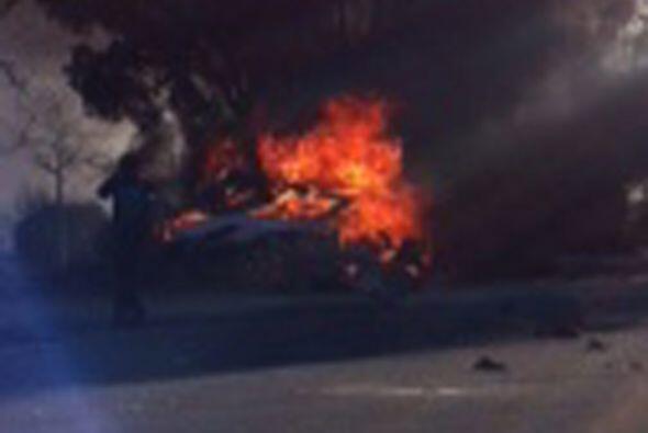 Inmediatamente el auto explotó, dejando a Walker y Rodas atrapados en un...