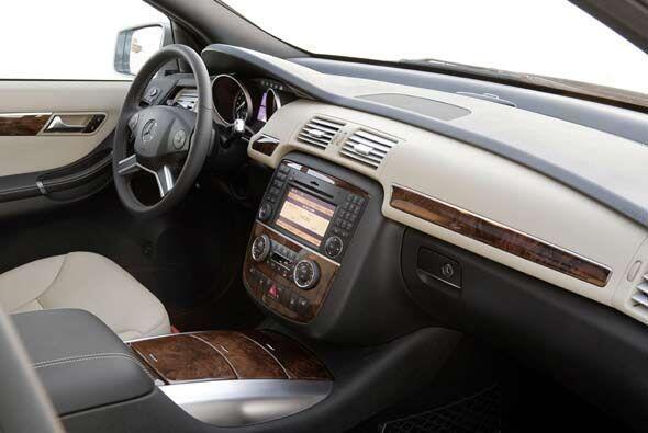 Entre las opciones para equipar el interior se incluyen GPS, interfaz pa...