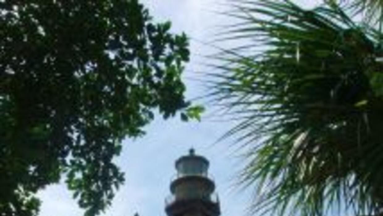 Uno de los atractivos es el Faro de Sanibel, construido en 1889 por Henr...