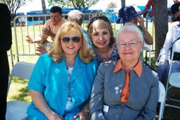 Teresa Fendi con la Presidenta de la UTEP, la Doctora Diana Natalicio y...