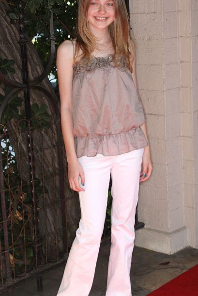 Al entrar a la pubertad, Dakota decidió colgar los vestidos de niña en s...