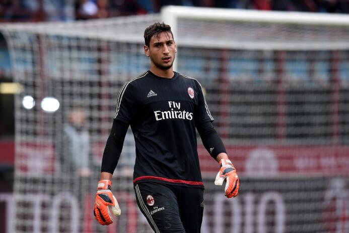 Gianluigi Donnarumma se niega a ser el Buffon del AC Milan GettyImages-4...