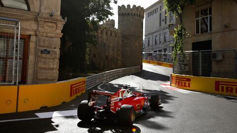 La Fórmula 1 llega al circuito callejero de Bakú, uno de los más veloces...