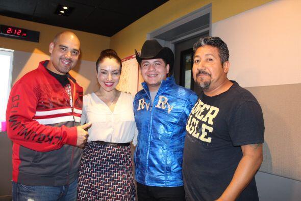 Remmy Valenzuela posa junto a El Bueno, La Mala y El Feo.