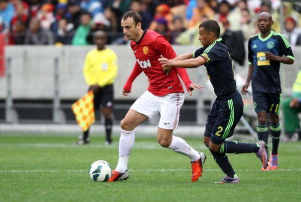 El búlgaro Berbatov volvió a estar junto al 'Chicharito'.