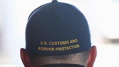 Agente federal del CBP de Estados Unidos en un punto de la frontera sur.