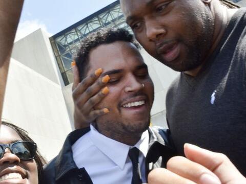 Esta era la cara de felicidad del rapper Chris Brown el 25 de junio del...