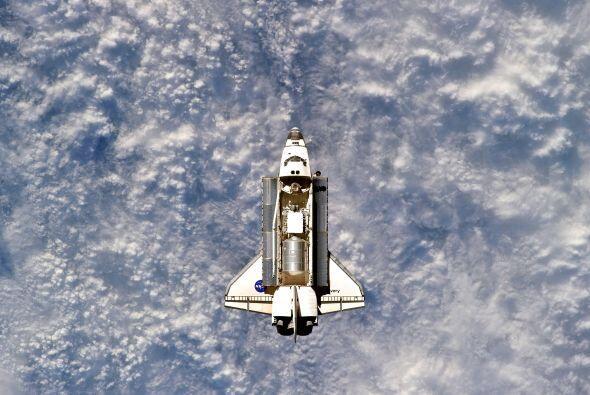 La nave espacial estadounidense Discovery, que culminó el miércoles su v...
