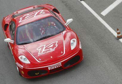La velocidad máxima de este auto ronda las 180 millas por hora.