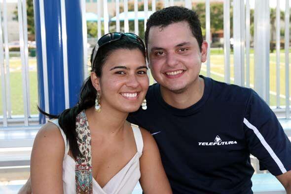 Jesús Ortiz se desgastó en la cancha mientras su novia no dejó de animarlo.