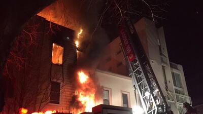 Incendio de cuatro alarmas en Greenpoint