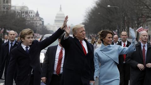 El presidente Donald Trump marcha en el desfile de su toma de posesi&oac...