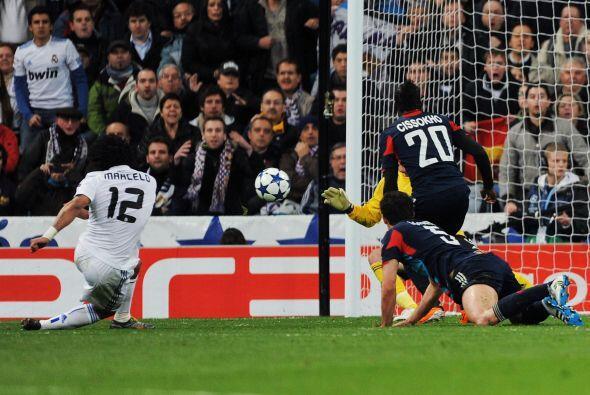 El brasileño Marcelo hizo una gran jugada dentrp del área rival.