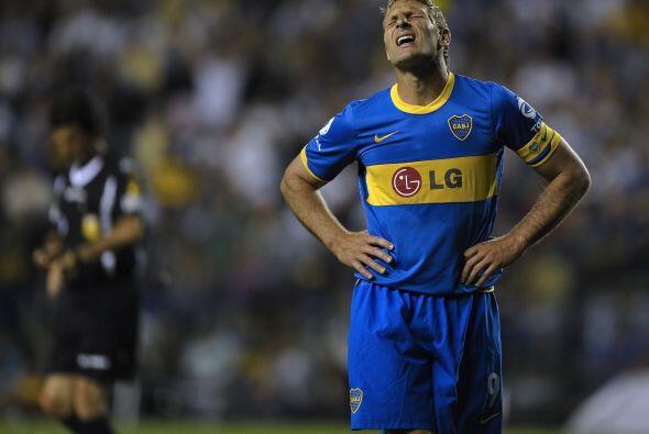 Se lamenta Martín Palermo por la derrota. Boca quedó lejos del título y...
