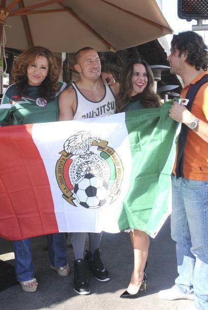 La guapa actriz ondeaba orgullosa la bandera de su país.Todo sobre el Mu...