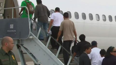 ICE suspende vuelos de repatriados a México, al parecer por falta de pre...