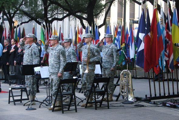 Miembros el ejército, la policía y los bomberos estuvieron presentes, as...