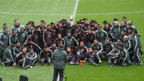 El Tri posó en el estadio Rey Balduino, sede del juego vs. B&eacu...