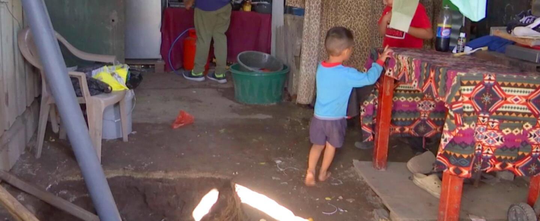 Josué vive en una humilde casa de lámina con una tía y dos primos. Desde...