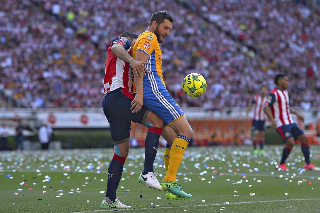 Chivas consiguió su estrella 12 tras vencer a Tigres 2-1 en la final 201...