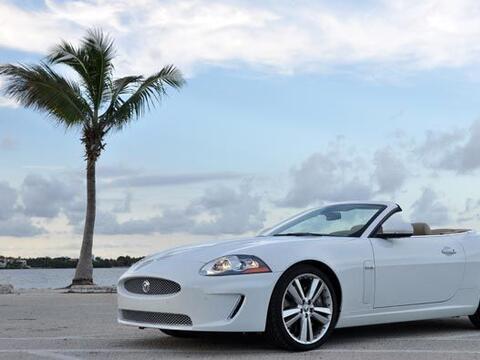 Sin muchos cambios para 2011 llegó el Jaguar XKR, que mantiene su...