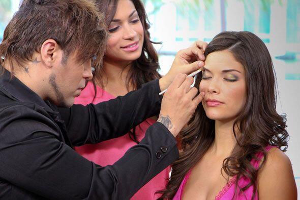 Aprender a maquillar los ojos fue una de las lecciones que más llamó su...