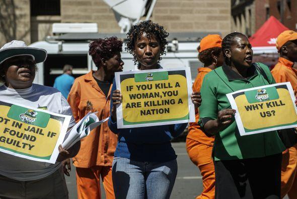 Entre los manifestantes había varios miembros de la Liga de Mujeres del...