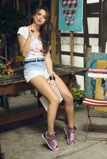 Selena se lleva puntos extras no solo por prestarse para la sesió...