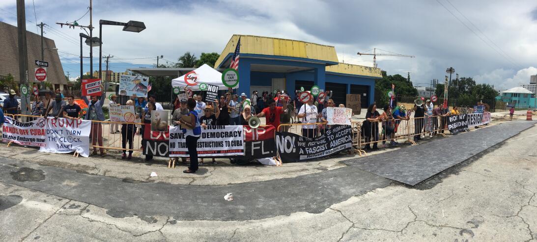 Manifestantes política de Trump hacia Cuba
