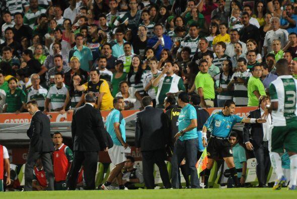 Se pelea con Santiago Baños en duelo de temporada regular en un partido...
