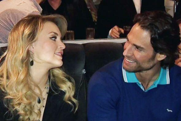 Angelique inició una relación amorosa con Sebastián Rulli.