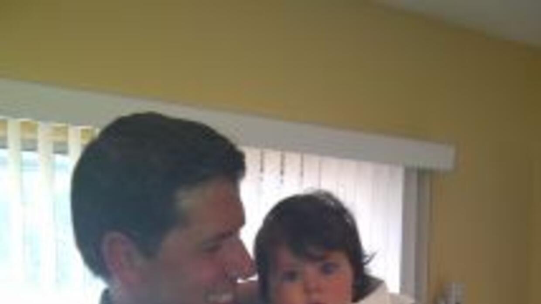 Alberto, el padre, nos recibió en su casa con su hija.